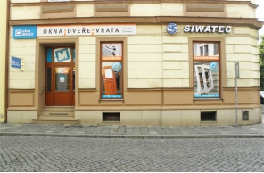 Vstup do pobočky Okna Macek Olomouc